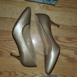 Naturalizer Natalie 7.5W nude pointed toe heels